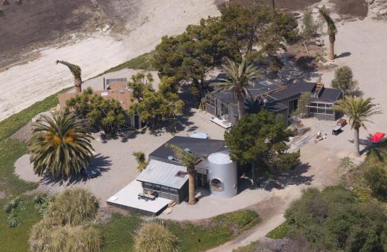 Celebrities「Aerials of Brad Pitt And Cher's Home」:写真・画像(16)[壁紙.com]