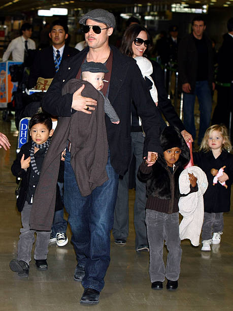 Brad Pitt And Angelina Jolie Arrive In Japan:ニュース(壁紙.com)