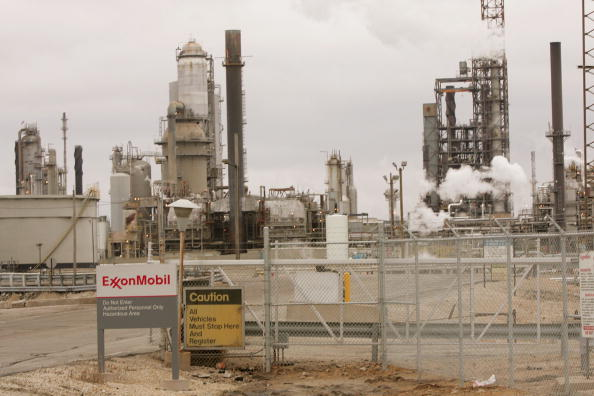 Refinery「Exxon Mobil Posts Record $10.7 Billion Q4 Profit」:写真・画像(10)[壁紙.com]