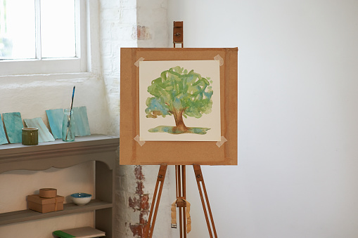 Art「Painting of tree on easel in art studio.」:スマホ壁紙(6)
