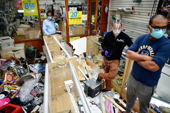 Damaged「U.S. Cities Clean Up Damage As Riots Continue Across The Country」:写真・画像(19)[壁紙.com]