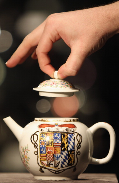 Teapot「Part Of The Hoffmeister Collection Of Meissen Porcelain Goes Under The Hammer」:写真・画像(3)[壁紙.com]