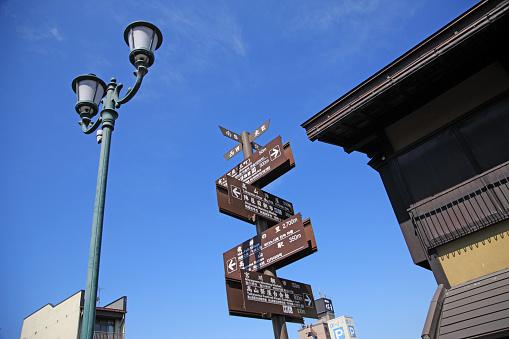 文字「Hida-Takayama street guidepost, Takayama, Gifu, Japan」:スマホ壁紙(13)