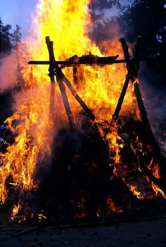 お祭り「火葬」:スマホ壁紙(15)