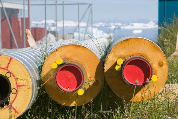 ヤコブスハブン氷河「Highly insulated pipes taking heat from the combined heat and power plant to houses in Ilulissat on Greenland」:写真・画像(8)[壁紙.com]