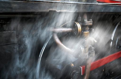 鉄道・列車「Dust blurs the wheels of a railroad car」:スマホ壁紙(4)