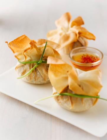 Chili Sauce「Stuffed dim sum bag with sweet chili sauce on plate」:スマホ壁紙(5)