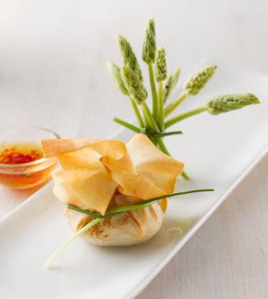 Chili Sauce「Stuffed dim sum bag decorated with wild asparagus and bowl of sweet chilli sauce」:スマホ壁紙(1)