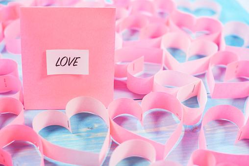 月「Pink hearts and love word. Debica, Poland」:スマホ壁紙(9)