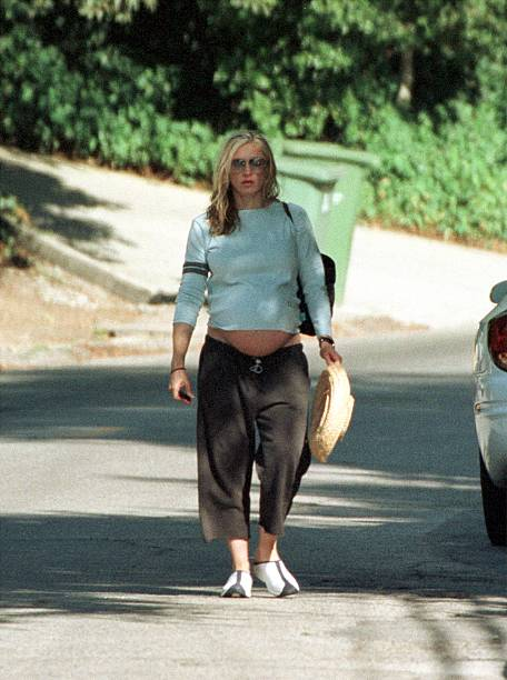 Singer Madonna Walks To Her Car After Visiting A Friend...:ニュース(壁紙.com)