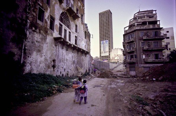 Rebuilding「Lebanese Schoolchildren Walk To School December 15 1997 Past Buildings Partially Destr」:写真・画像(15)[壁紙.com]