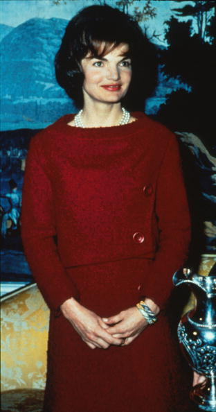 Jacqueline Kennedy「First Lady Jacqueline Kennedy Wears A Chez Ninon Two Piece Day Dress February」:写真・画像(2)[壁紙.com]