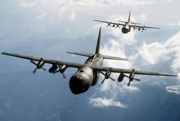 Air Force「Two C 130E Hercules Aircraft Flying Over Mountainous Terrain」:写真・画像(7)[壁紙.com]