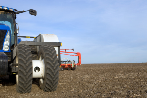Plowed Field「Large Tractor and Corn Planter on Tilled Field」:スマホ壁紙(14)