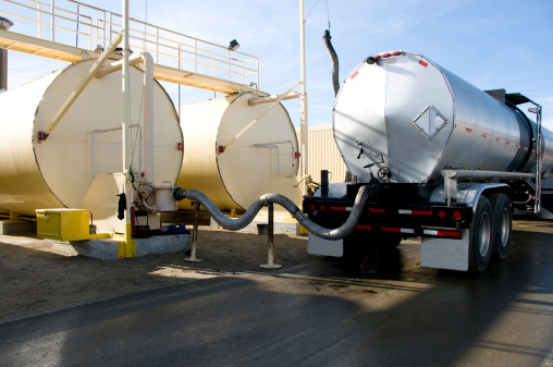 Oil Industry「Tanker Transeferring Oil into Fuel Tanks」:スマホ壁紙(12)