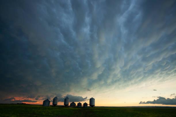 Prairie Storm Saskatchewan Canada:スマホ壁紙(壁紙.com)