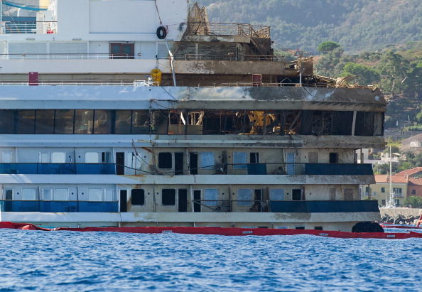 Passenger Craft「Work Continues On The Costa Concordia Since Engineers Successfully Righted The Ship」:写真・画像(15)[壁紙.com]