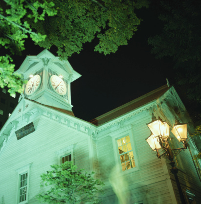 時計台「Building with clock tower, night, low angle view」:スマホ壁紙(15)