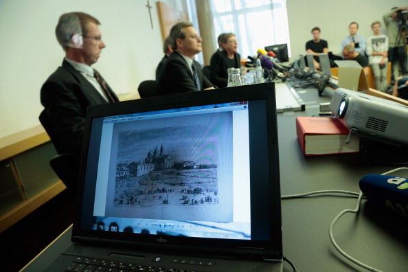 Johannes Simon「State Prosecutor Press Conference On Confiscated Paintings」:写真・画像(2)[壁紙.com]