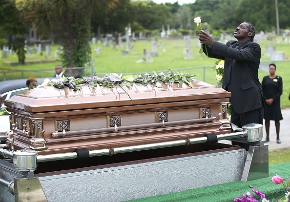 Charleston - South Carolina「First Of Charleston Church Shooting Victims Laid To Rest」:写真・画像(6)[壁紙.com]