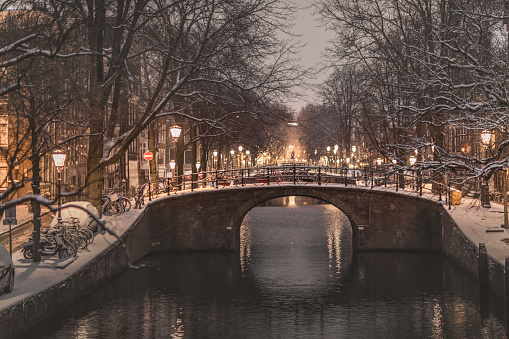 North Holland「Snow and winterscene at Reguliersgracht Amsterdam」:スマホ壁紙(14)