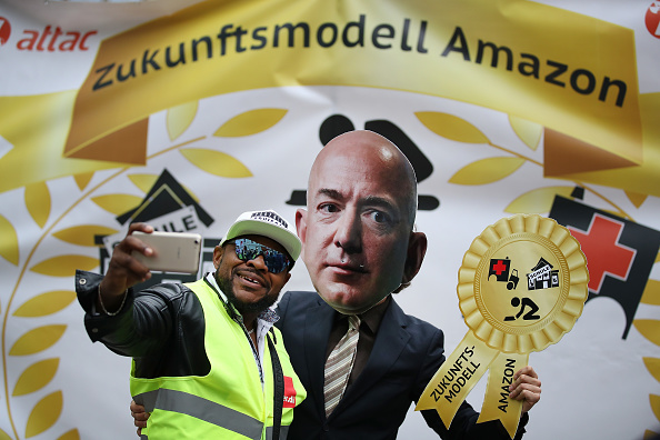 Warehouse「Amazon Workers Protest Against Jeff Bezos」:写真・画像(19)[壁紙.com]