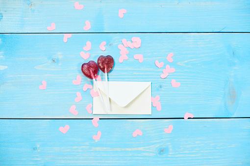 恋愛「Lollipops with letter around heart shaped confetti. Debica, Poland」:スマホ壁紙(16)