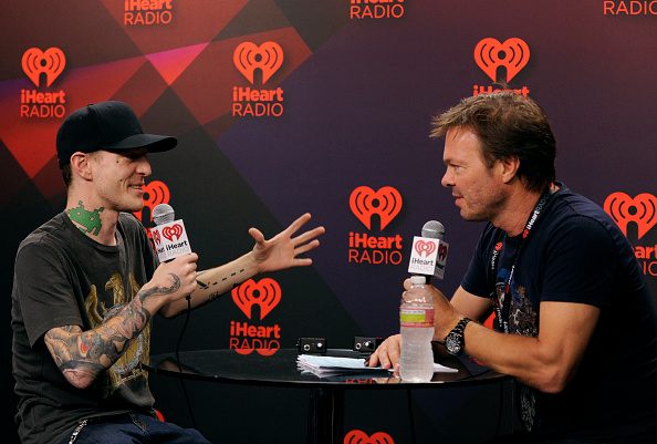 David Becker「2012 iHeartRadio Music Festival - Day 2 - Elvis Duran Broadcast Room」:写真・画像(18)[壁紙.com]