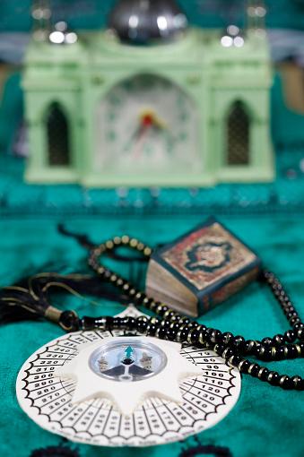 Praying「Quran, Tasbih (prayer beads), and Qibla compass.」:スマホ壁紙(12)