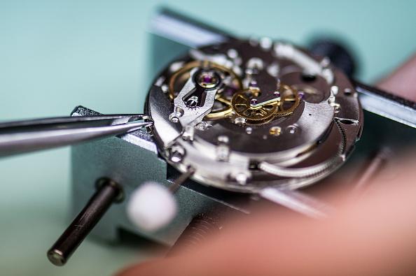 Wristwatch「In The Last Watchmaking School Of Spain」:写真・画像(8)[壁紙.com]