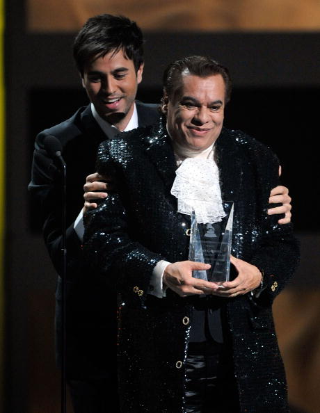 Enrique Iglesias - Singer「Latin GRAMMY Awards - Show」:写真・画像(16)[壁紙.com]