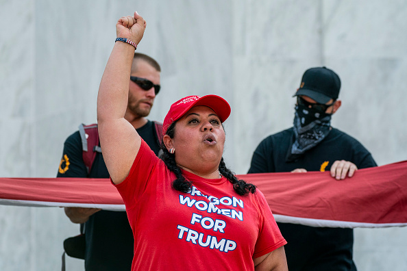 Oregon - US State「Right Wing Groups Organize Large Car Rally Near Portland, Oregon As Counter To Ongoing Anti-Police Protesters」:写真・画像(11)[壁紙.com]