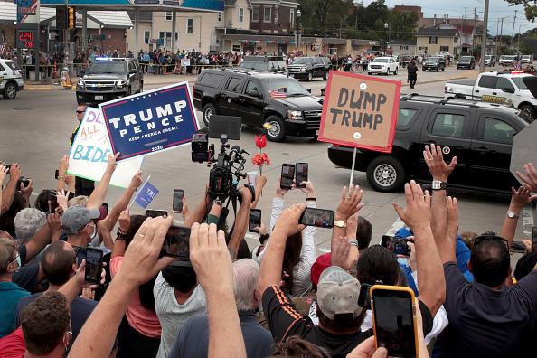 Motorcade「Residents Gathers At Site Of Jacob Blake Shooting As Trump Visits Kenosha」:写真・画像(10)[壁紙.com]