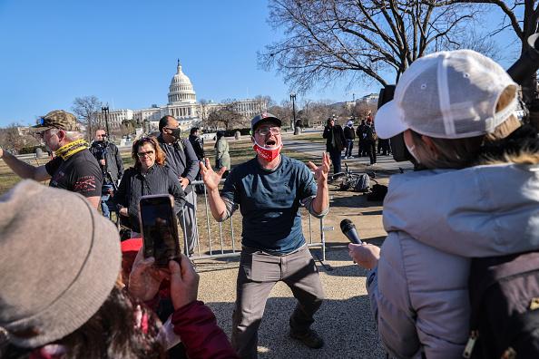 Capitol Hill「Washington DC Tense After U.S. Capitol Is Stormed By Protestors」:写真・画像(14)[壁紙.com]