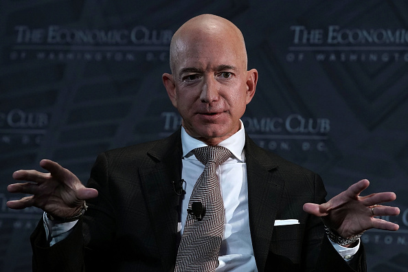 CEO「Jeff Bezos Speaks At Economic Club Of Washington With Club President David Rubenstein」:写真・画像(10)[壁紙.com]