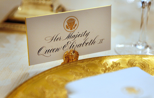 Dinner「Laura Bush Previews State Dinner Preparations For Queen Elizabeth II」:写真・画像(13)[壁紙.com]