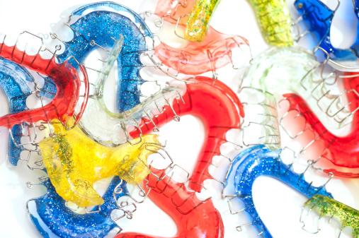Deformed「colorful braces studio shot」:スマホ壁紙(9)