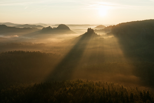 Spirituality「View from Gleitmannshorn to fog in the valley and sandstone cliffs (Hinteres Raubschloß) with dramtic sunlight after sunrise.」:スマホ壁紙(0)
