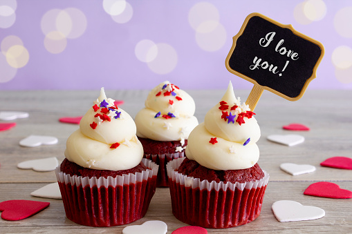 Birthday Card「Love Cupcakes」:スマホ壁紙(9)
