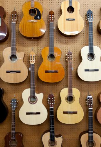 Ukelele「Various guitars hanging from wall」:スマホ壁紙(8)