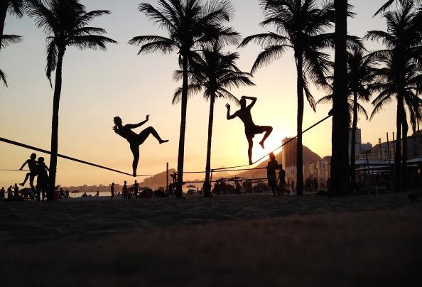 Rio「People Practice Slacklining in Rio」:写真・画像(18)[壁紙.com]