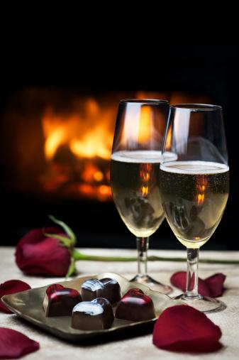 バレンタイン「暖炉のそばでのロマンティックな夜」:スマホ壁紙(7)