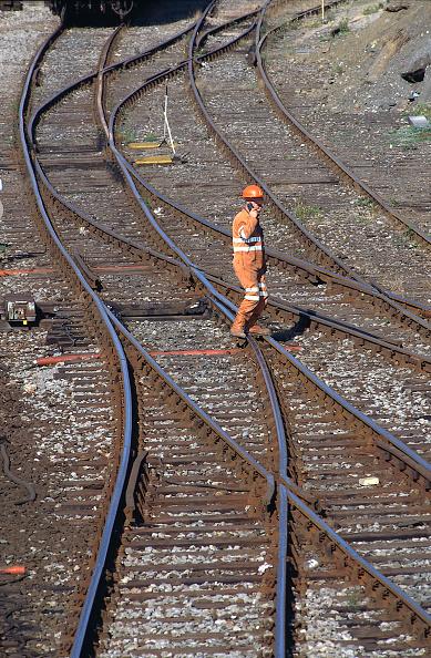 Solitude「Railway worker inspecting railtracks, Britain」:写真・画像(14)[壁紙.com]