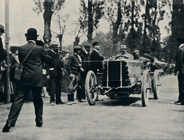 Nouvelle-Aquitaine「Jarrott Arrives At Bordeaux In The Race Of Death」:写真・画像(17)[壁紙.com]