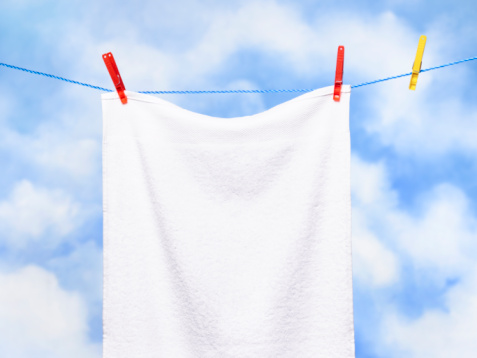 Clothespin「White towel on washing line.」:スマホ壁紙(10)