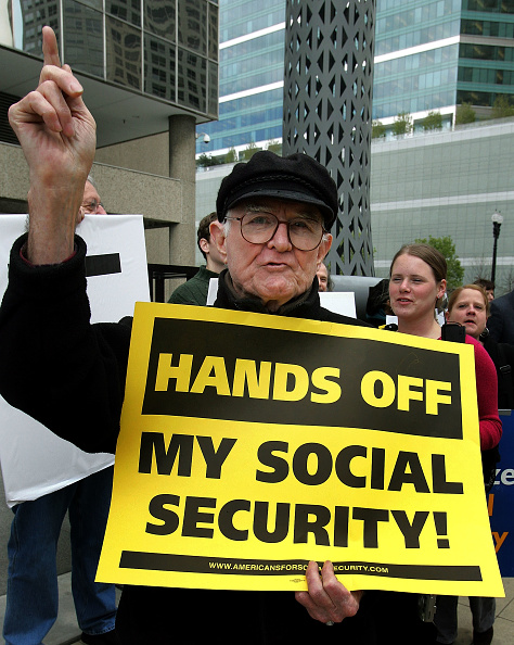 Social Services「Activists Protest Social Security Privatization」:写真・画像(13)[壁紙.com]