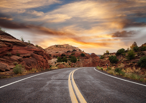 Utah「Empty Country Road at sunset, Utah, USA」:スマホ壁紙(18)