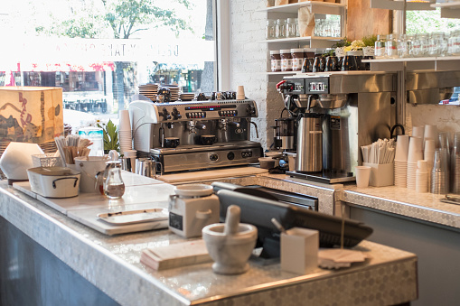 Cash Register「Empty counter and coffee makers in cafe」:スマホ壁紙(6)