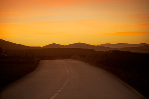 Country Road「Empty country road,mountainous landscape and sunset background.」:スマホ壁紙(5)