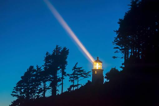 19th Century「Heceta Head lighthouse shining through the oncoming darkness; Oregon, United States of America」:スマホ壁紙(11)
